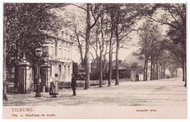002651 - Bosscheweg, later Tivolistraat met links villa Tivoli van de familie Swagemakers-de Horion de Corby. Rechts naast de poort het pand Bosscheweg N 378, vanaf 1910 nr. 93. Hier woonde in die tijd de Duitser Johan Frederik Herman Biermann, handelaar in landbouwproducten.