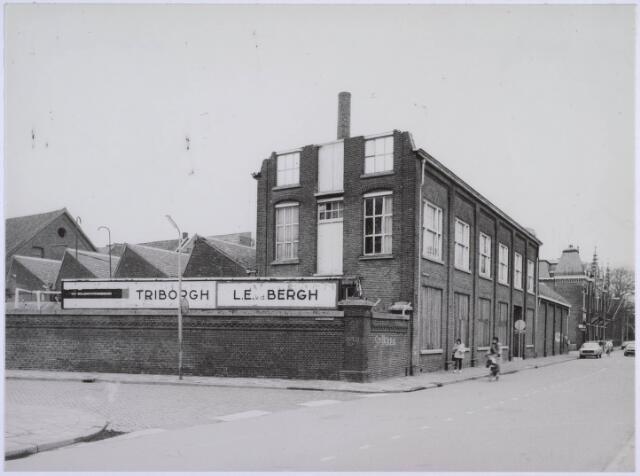 023127 - Textiel. Gebouwen van de voormalige textielfabriek L. E. van den Bergh kort voor de definieve sloop van het complex