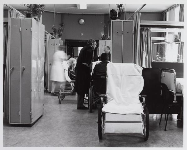 041785 - Elisabethziekenhuis. Gezondheidszorg. Ziekenhuizen. Patiëntenzalen in het St. Elisabethziekenhuis.
