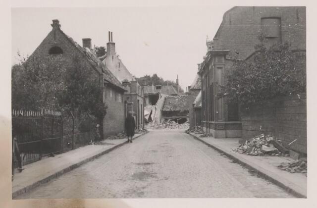 082215 - WOII; WO2; Zicht vanuit de Kerkstraat naar het Plein (nu Bisschop de Vetplein). De ravage is daar enorm, met veel slachtoffers.