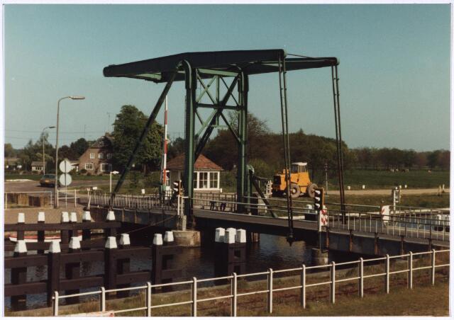 023944 - Ophaalbrug over het Wilhelminakanaal bij Koningshoeven