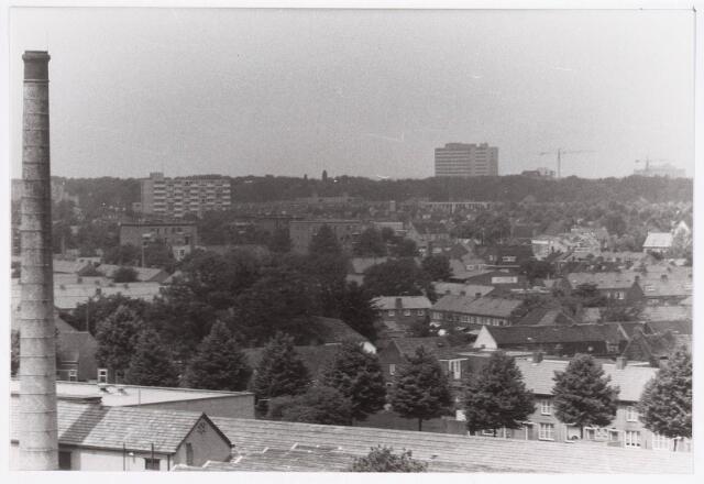036683 - Panorama van Tilburg vanaf de flat aan de Gen. Smutslaan (Heineken)