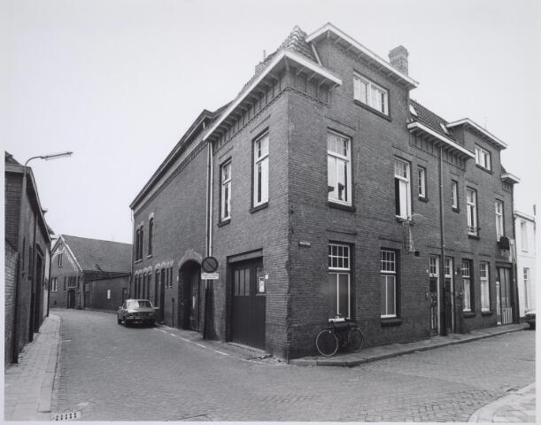 025494 - Pand van de firma J. A. A. Kerstens aan de Langestraat. Rechts de Mariastraat