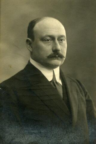 092895 - mr.dr. Frans Lodewijk Gehard Zeno Maria Vonkde Both, geboren te Zevenaar op 21 maart 1873 en overleden te Ede op 14 januari 1952, was burgemeester van Tilburg van 24 november 1915 tot 21 november 1939.