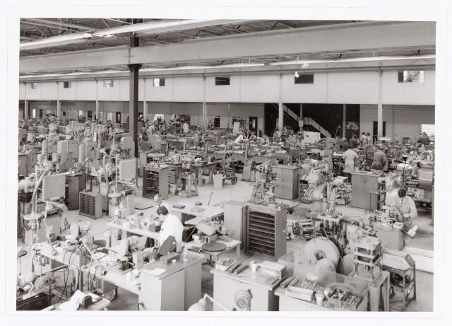 039381 - Volt, Technische Afdeling, Gereedschapmakerij. De Gereedschapmakerij op complex Noord was gevestigd in hal ND sinds 10 mei 1964. Foto ca. 1970.