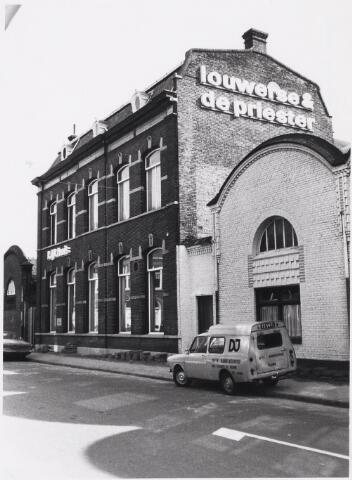 023836 - Firma Louwerse & De Priester en jongerencentrum 'Kijkhuis', ondergebracht in het voormalig kantoorpand van textielfabriek Janssens - De Horion