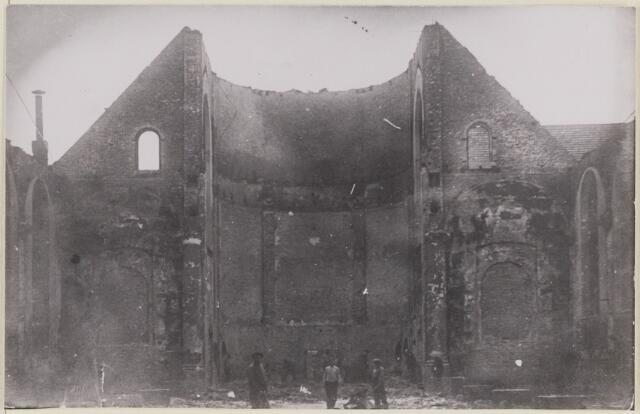 085452 - Dongen. RK Laurentiuskerk. Restant van het koor. Foto van na de brand.
