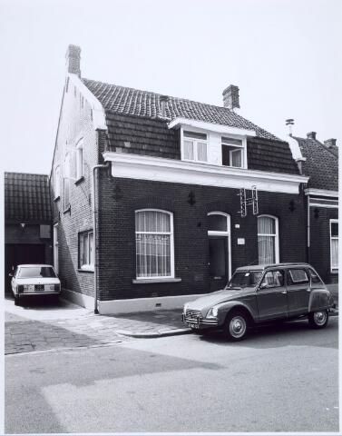020559 - Pand Hasseltstraat 137 in 1976, waarin toen een orthopedische schoenmakerij was gevestigd