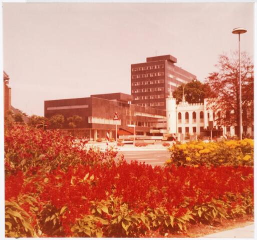 032671 - Het nieuw gebouwde gemeentelijk administratiegebouw aan het Stadhuisplein 130