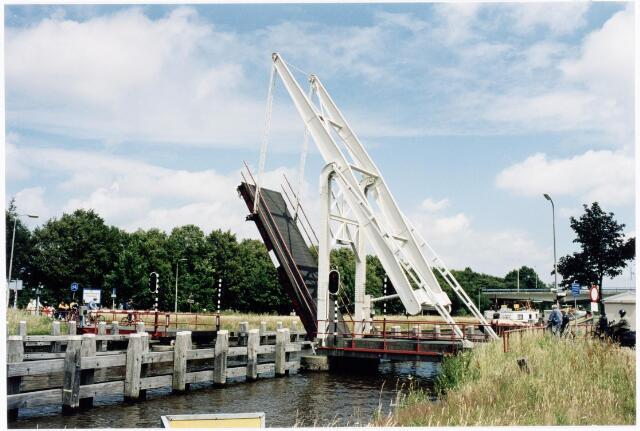 039893 - Ophaalbrug over het Wilhelminakanaal ter hoogte van de dr. Deelenlaan.
