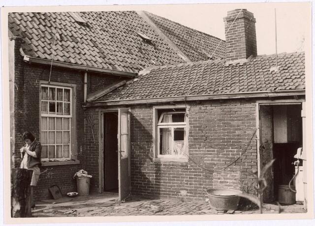017487 - Achterzijde van een slooppand aan de Oude Veldstraat, thans Deken Sandersstraat