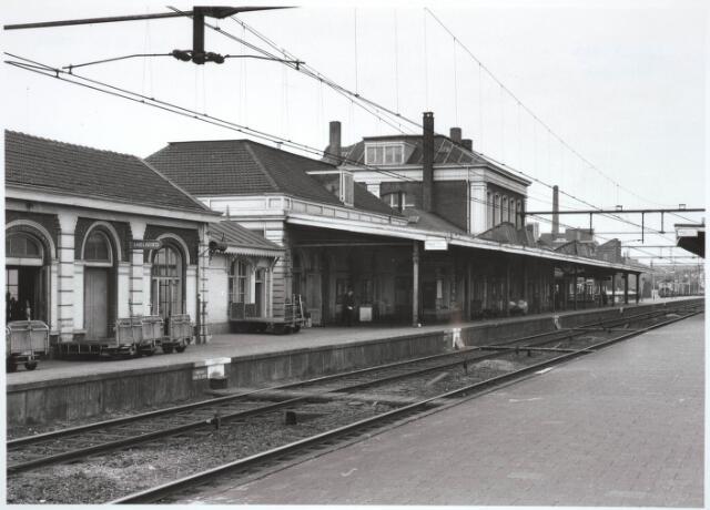 031821 - Spoorwegen: Station aan de Spoorlaan. Perronzijde