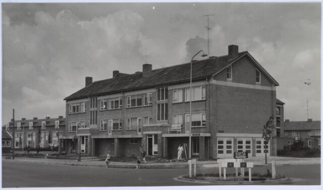 025883 - Zogenaamde meergezinswoningen aan de Van Limburg Stirumlaan