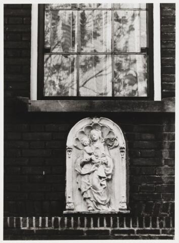 067911 - MARIABEELD.  Reliëf van Luc van HOEK (Tilburg 1910-Goirle 1991), aangebracht in de gevel van Goirkestraat 67.
