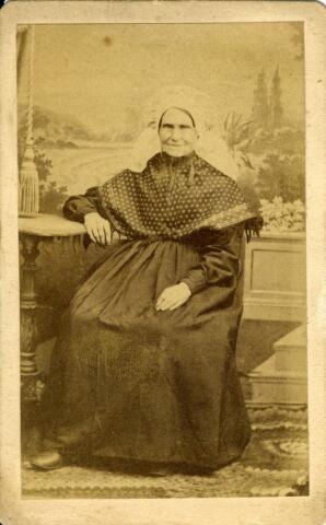 092902 - Onbekende, waarschijnlijk Tilburgse, vrouw in Brabantse klederdracht.