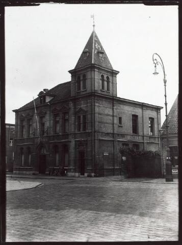 015232 - Hoofdbureau van politie aan de Bisschop Zwijsenstraat anno 1940. Het pand werd in 1959 gesloopt