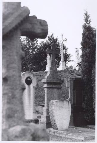 016011 - Calvarieberg op het kerkhof aan de Bredaseweg