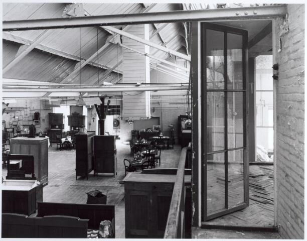 015155 - Interieur van een voormalige fabriek aan de Bisschop Zwijsenstraat