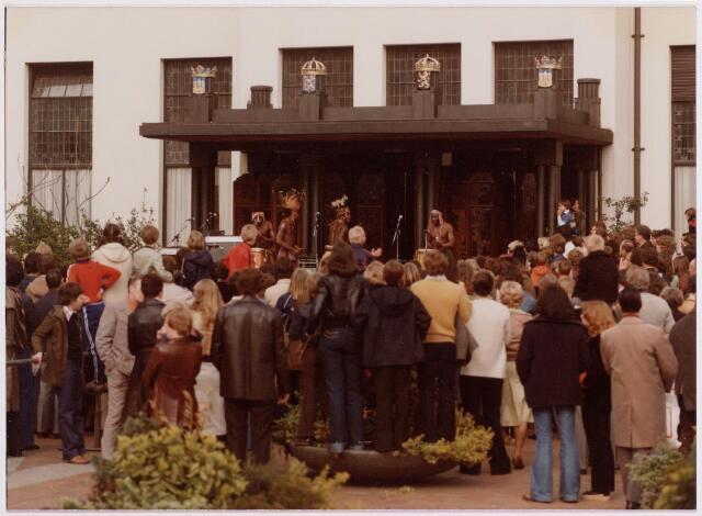 041906 - Gezondheidszorg. Gezondheidsmarkt op het stadhuisplein.