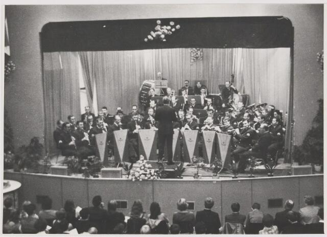 081516 - optreden fanfare