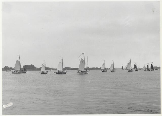 """91711 - Made en Drimmelen. Regatta ter gelegenheid van  de officiële opening van de nieuwe Jachthaven """"De Biesbosch"""" . Op de achtergrond het nationaal park """"De Biesbosch""""."""