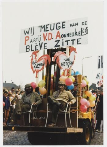 068337 - Carnaval. Nog een kleine groep uit de carnavalsoptocht van 1980