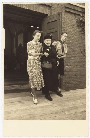 009720 - Ziekentriduum parochie Broekhoven II gehouden op 12 september 1949.