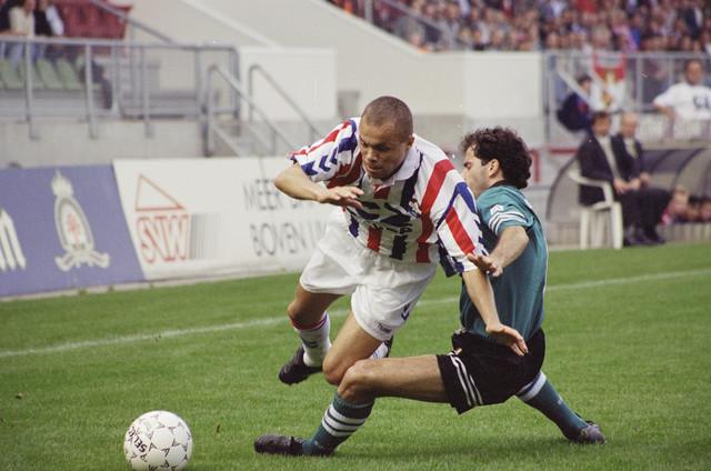 TLB023000960_001 - Willem II speelt thuis tegen Feyenoord; Earnest Stewart.