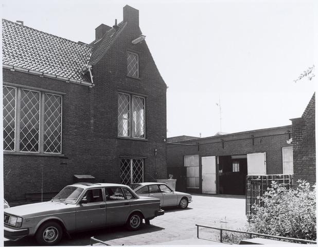 015139 - Binnenplaats van een fabriekspand aan de Bisschop Zwijsenstraat