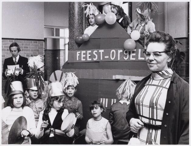 101115 - Onderwijs. Personeel. 40-jarig jubileum van zuster Joachim Wagemans.