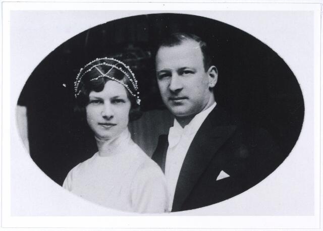 005277 - Franciscus Constantinus Maria Mutsaerts, geboren Tilburg 5 september 1903, overleden aldaar 16 juni 1977, begraven aldaar 24 juni 1977 trouwde Tilburg 22 april 1931 met Ernestina Antoinetta Maria de Beer geboren Tilburg 26 december 1909; Industrieel A. & N. Mutsaerts