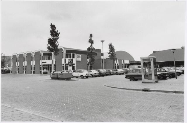034195 - De openbare bibliotheek Lyndacker, het zwembad Drieburcht en de telefooncel aan het Wagnerplein