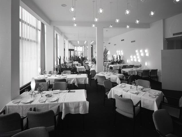 654666 - Interieur. Restaurant van de schouwburg.