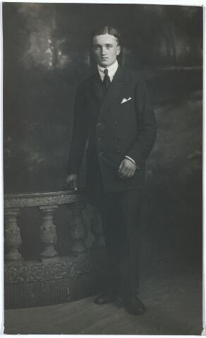 004804 - Alexander (Lex) JANSSENS, zoon van textielfabrikant Cornelis B. Janssens (Tilburg 1867-1947) en Mathilde M.Th. Minderop (Rotterdam 1873 - Tilburg 1956)