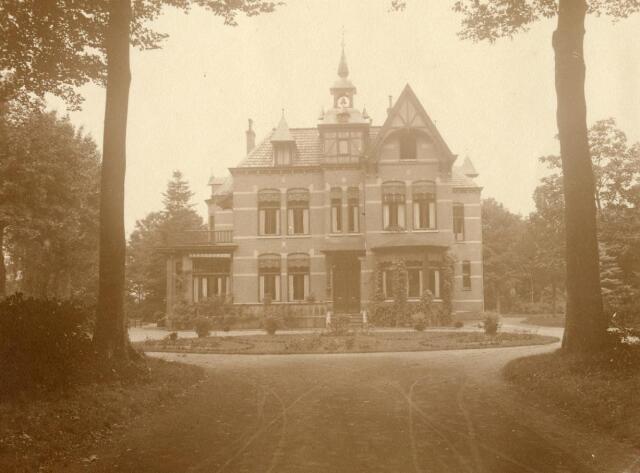 600586 - Villa bij Kasteel Loon op Zand. Families Verheyen, Kolfschoten en Van Stratum