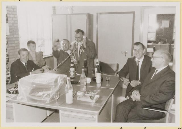 072961 - Opening gemeentehuis door de Commissaris van de Koningin Kortmann.  ambtenaren buitendienst (afd. burgerzaken). Vanaf links: P.v.d.Wouw, J. Brekelmans, J. Vermeer, M. op 't Hoog, P.v. Overbeek.