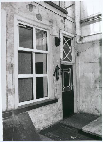 027732 - Oude Markt 8. Apotheek Bijvoet. Achterdeur, voorbouw. Detailopname