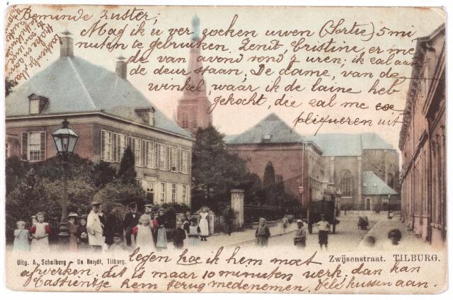 000044 - Bisschop Zwijsenstraat met links de pastorie van de parochie Heike.