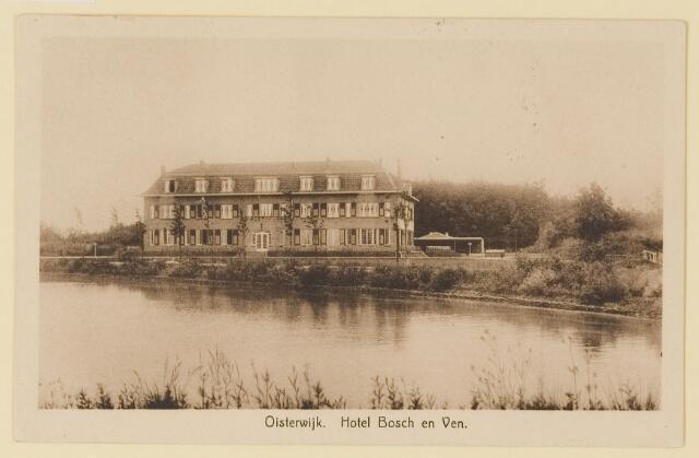 """074154 - Vanuit de overzijde van het Klompven het imposante hotel """"Bosch en Ven"""" (Bos en Ven)."""