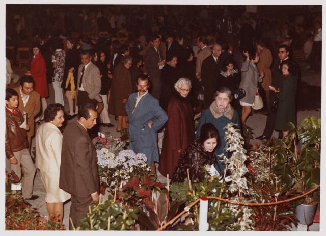053894 - Sport. Schaatsen. Pasam Malam in de Pellikaanhal, georganiseerd door ontspanningsvereniging Paritas Tilburg e.o. van  29 april tot 1 mei 1977