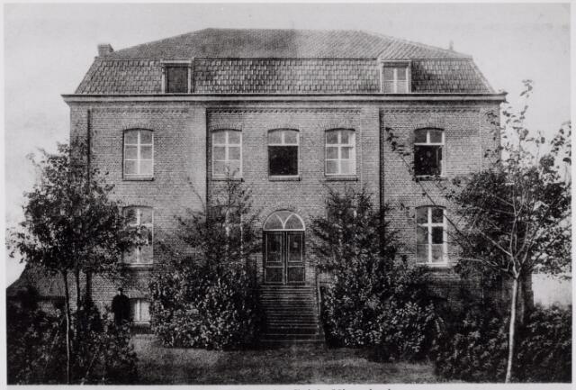046515 - Voorzijde van het klooster van de paters missionarissen van de H. Familie op Nieuwkerk.