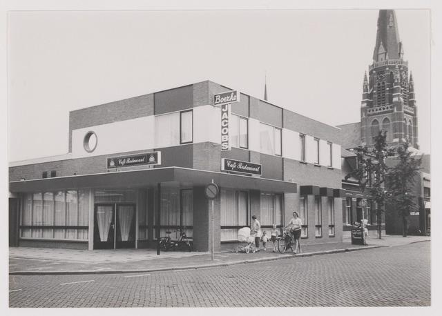 """082318 - Café, restaurant """"Boerke Jacobs', de vroegere harmoniezaal en bioscoop. Hoofdstraat 72."""