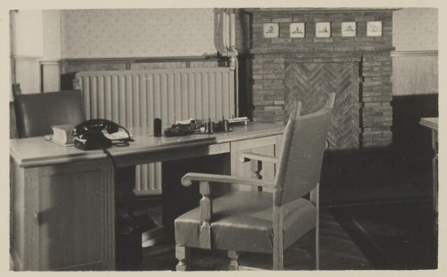 058697 - Interieur burgemeesterskamer in het  gemeentehuis. Ingebruik genomen op 6 september 1952 na de verbouwing.
