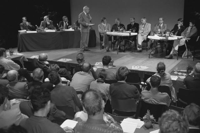 TLB023000768_002 - Burgemeester Brokx, wethouders en belangstellenden, stadsforum begroting 95.