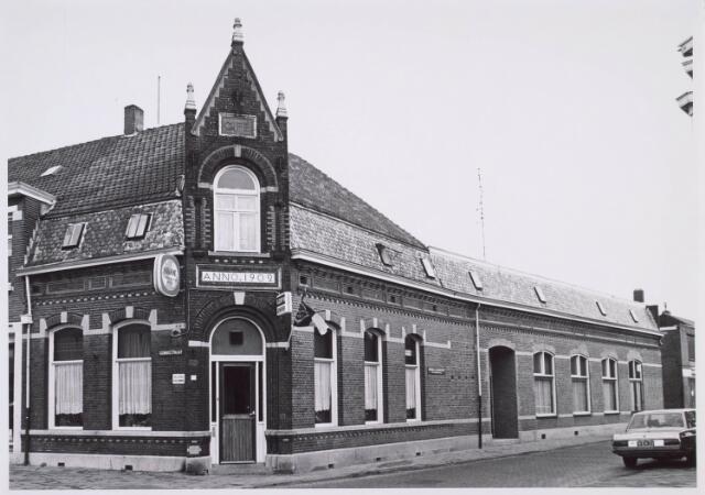 019070 - Café Bierings op de hoek Goirkestraat - Kardinaal Vaughanstraat (rechts)