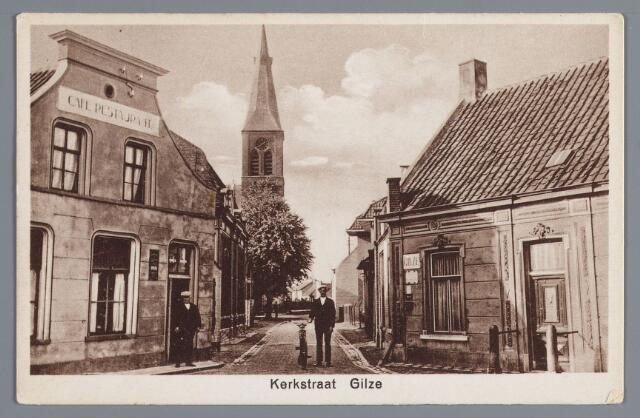 057883 - Gilze, Kerkstraat omstreeks 1920. Links café Everts, postkantoor G. Kusters.