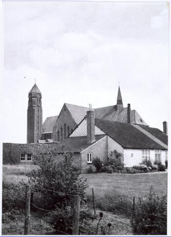 016558 - Tuin achter de kerk van de parochie Broekhoven II