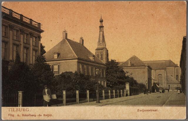010416 - Bisschop Zwijsenstraat, links kapel zusters O.L.V. Visitatie en pastorie Heike. Op de achtergrond de kerk van het Heike.