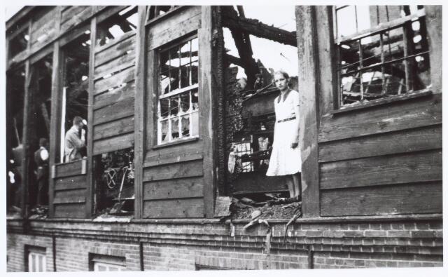 019503 - Brand in een gebouw van lederfabriek Willem Vos aan de Goirkestraat halverwege augustus 1934