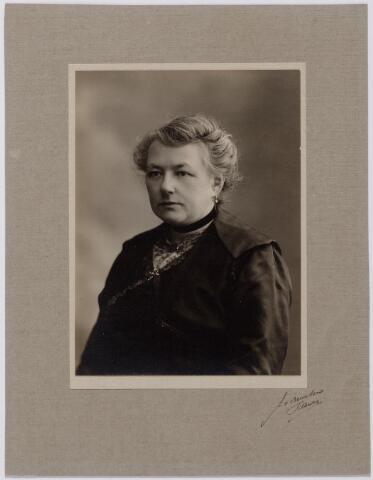 044227 - Maria Joanna Josephina de Beer (1877-1968) gehuwd met Auguste M.J.H.R. de Steenhuyzen Piters.